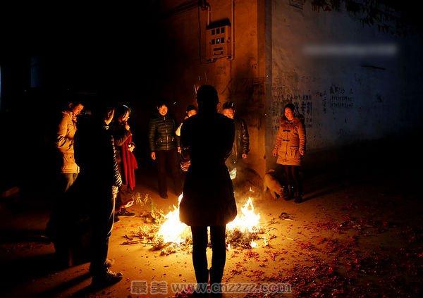 正月里拷柏灵火的方法和传说