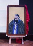孔子博物馆受捐蓝宝尖晶宝石孔子燕居像